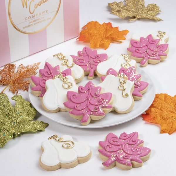 Add a set of these glamorous Pumpkins and Leaves cookies to your order